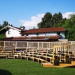 5-reihige Sitztribüne aus Massivholz vom Zirkus Meer